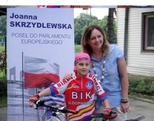 Joanna Skrzydlewska podczas wyścigu rowerowego w Łodzi