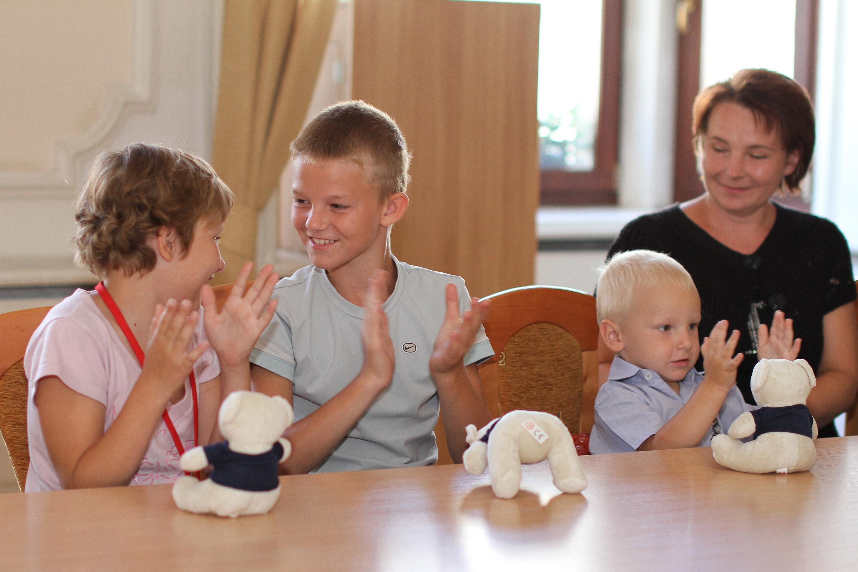 Karta Dużej Rodziny już w rękach łodzian. Projekt poseł Joanny Skrzydlewskiej wchodzi w życie