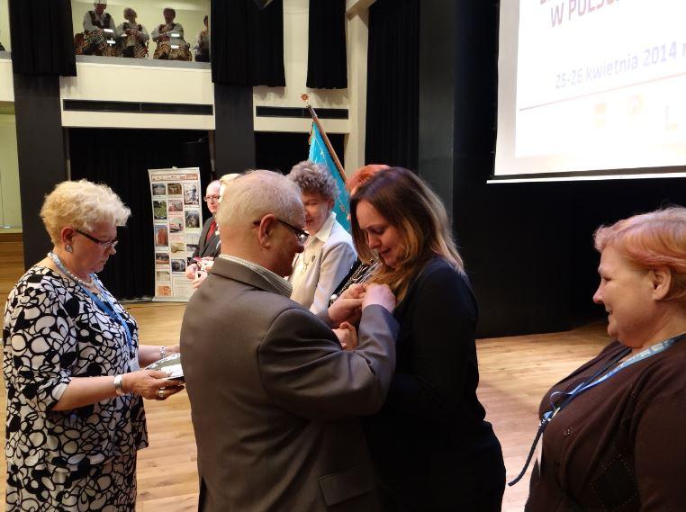 Poseł Joanna Skrzydlewska została odznaczona Złotą Odznaką Honorową