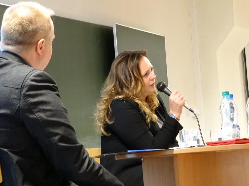 Debata w Wyższej Szkole Informatyki i Umiejętności z udziałem poseł Skrzydlewskiej