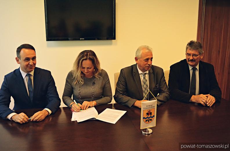 podpisanie umowy rewitalizacji w Tomaszowie